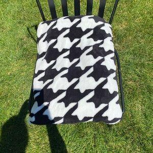 VERA BRADLEY Houndstooth Plush Throw Blanket
